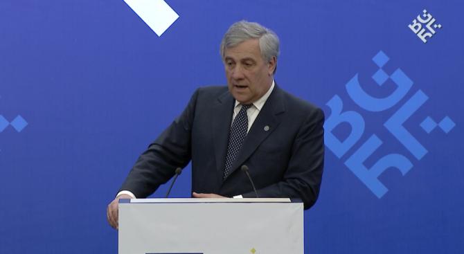 Председателят на ЕП дарява пенсията си от над 3000 евро за благотворителност