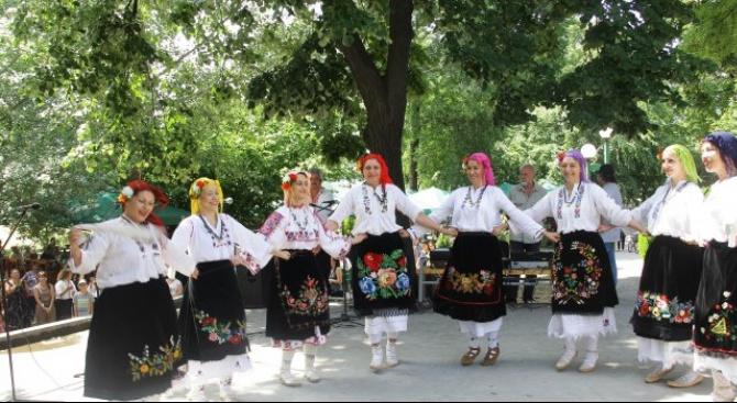 Хасково чества Деня на Съединението с фолклорен концерт