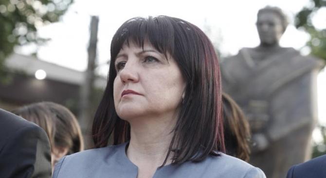 Караянчева: Министерските оставки няма да решат проблемите