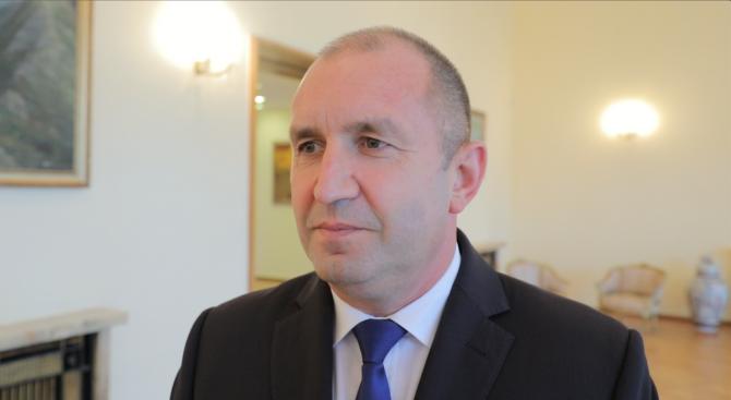 Румен Радев относно думите на Плевнелиев: Нека да му запазим авторитета