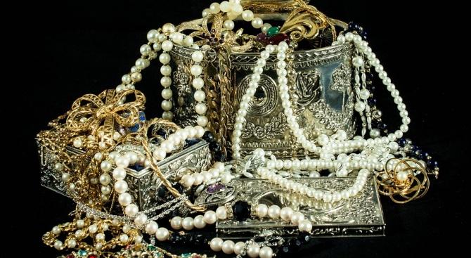 Задигнаха бижута за 930 000 долара от саудитска принцеса в Париж
