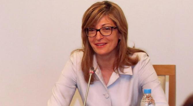 Екатерина Захариева разговаря с швейцарския си колега