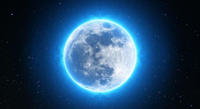 Учени разкриха защо се появява човешко лице на Луната