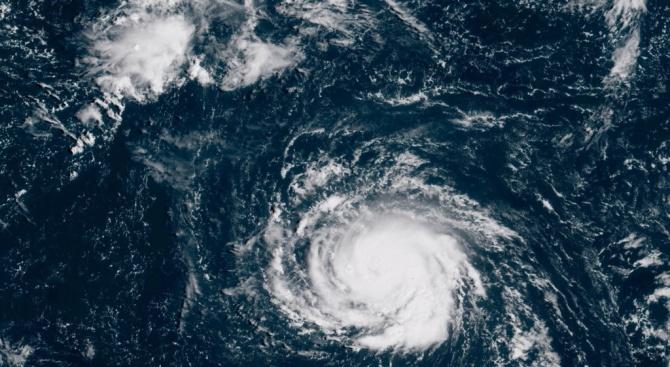 Ураганът Флорънс наближава бреговете на Северна и Южна Каролина