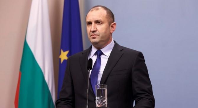 Радев не разписал освобождаването на Младен Маринов, защото не е в България