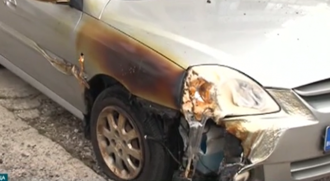 Колата на председателя на Районния съд във Враца е била запалена тази нощ