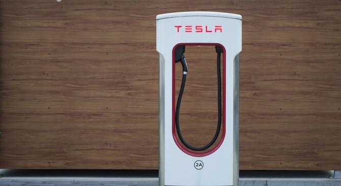 Един от вицепрезидентите на Tesla напуска компанията