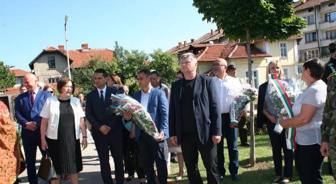 Иван Миховски присъства на честванията в Троян по повод 100 години от Дойранската епопея