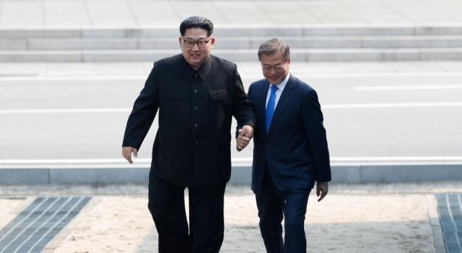 Мун Дже-ин и Ким Чен-ун приключиха тридневната си среща, изкачиха вулканичен връх, свещен в двете държави