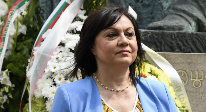 Нинова за Борисов: У нас подкрепя Орбан, в Европа подкрепя каквото кажат началниците