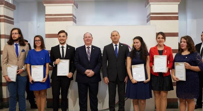 Президентът: Наградата на Херцога на Единбург развива млади хора, отговорни към бъдещето