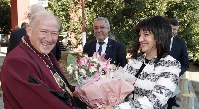 Караянчева и Валери Симеонов откриха учебната година в Техническия университет (снимки)