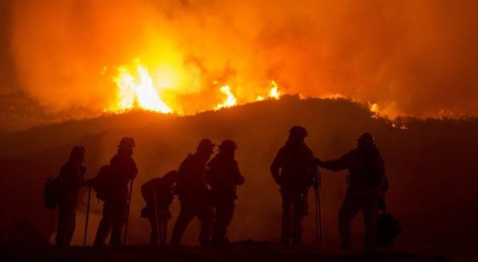 Огромен пожар бушува в Италия, стотици са евакуирани (снимки)