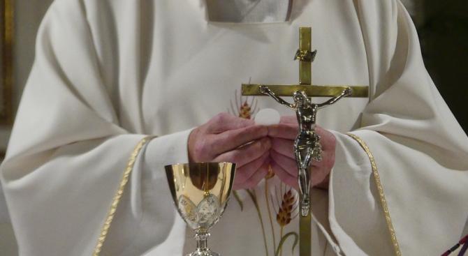 Полски епископ се извини на жертвите на изнасилвания от свещеници