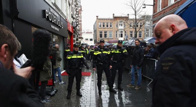 В Холандия задържаха 7 души, замисляли голям терористичен акт - EU ...
