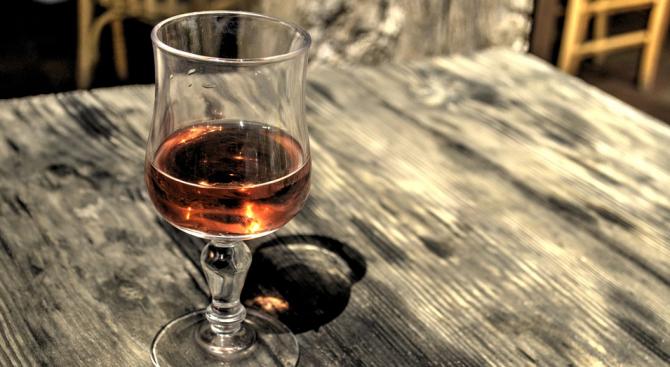 27 станаха жертвите на алкохола менте в Иран