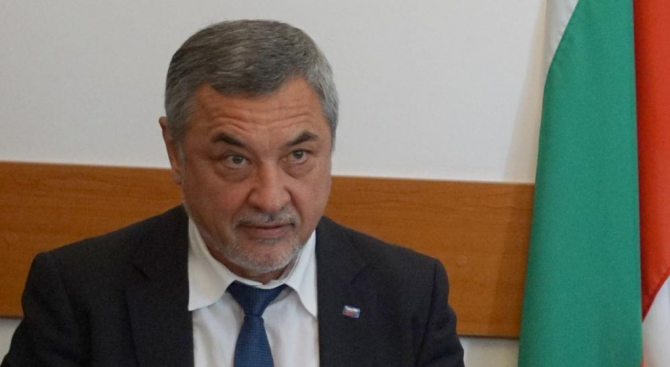 """Валери Симеонов изригна срещу """"Господари на ефира"""" и """"Юлиан"""" Халваджиян"""