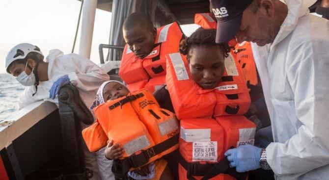 """Корабът с мигранти """"Акуариус"""" пристигна в Марсилия"""