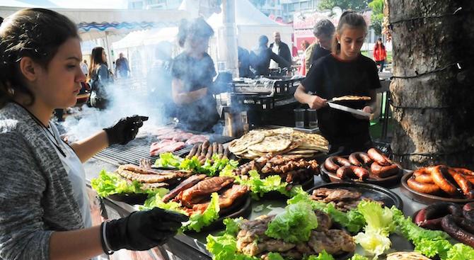 Фестивал на рибата и виното започна в Бургас (снимки)