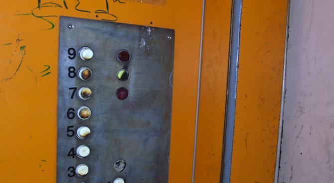 Дядо загина, след като падна в асансьорна шахта