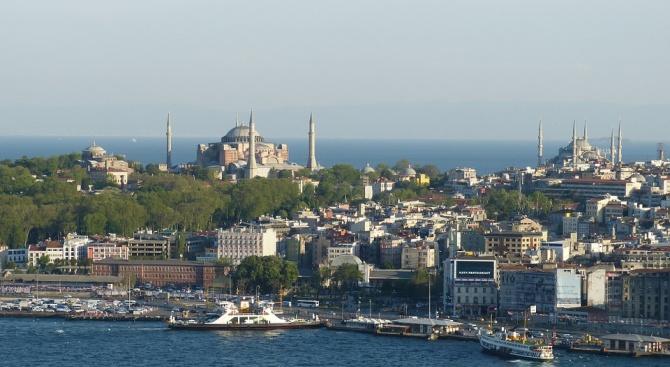 Два кораба се удариха в Мраморно море край Истанбул