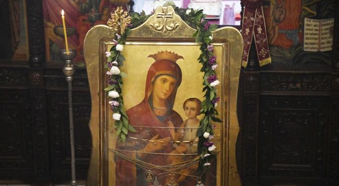 Чудотворната икона на Богородица Скоропослушница пристига в Харманли