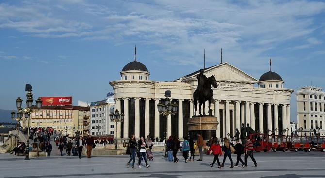 """Бурно заседание в парламента в Скопие за """"Република Северна Македония"""""""