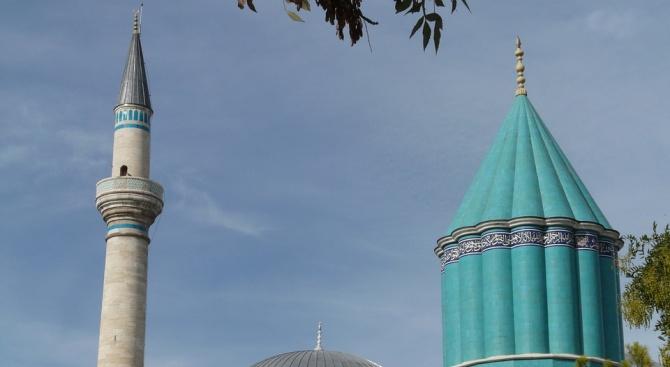 Кмет дари 5 свои заплати за ремонт на джамия