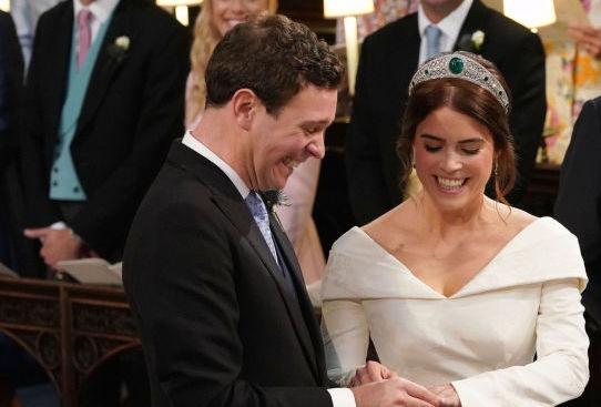 Британската принцеса Юджини се омъжи за приятеля си Джак Бруксбанк (снимки+видео)