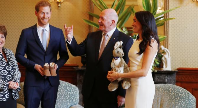 Херцозите на Съсекс получиха бебешки подаръци по време на посещението си в Австралия (снимки)