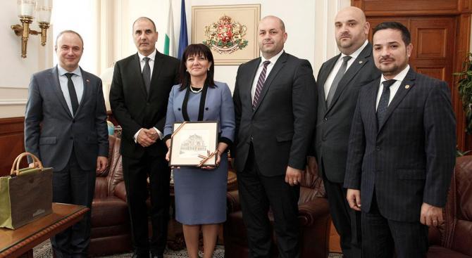 Цвета Караянчева се срещна с румънски парламентаристи