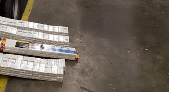 Митничари хванаха два ТИР-а, пълни с контрабандни цигари (снимки)