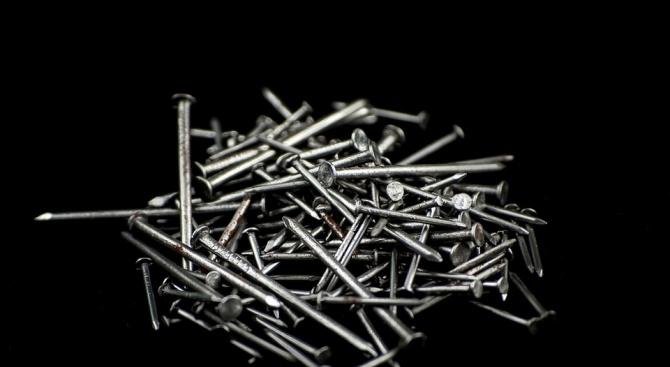 Хирурзи откриха 120 пирона в червата на психически болен мъж