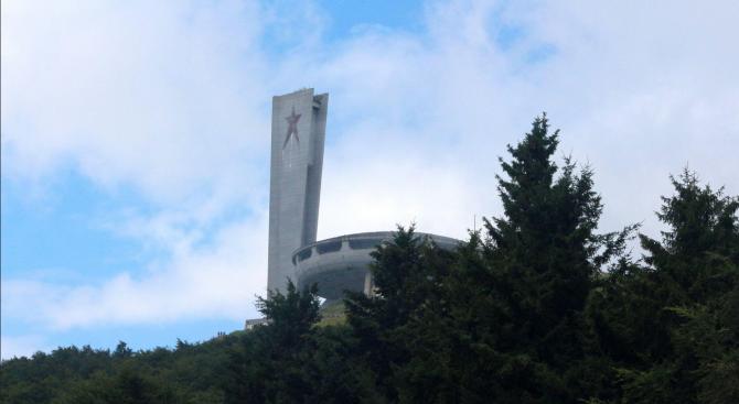 Паметникът на Бузлуджа е застрашен, алармират на международен форум