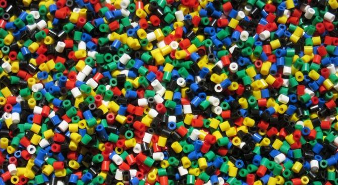 Учени за пръв път откриха микропластмаса в човешки изпражнения