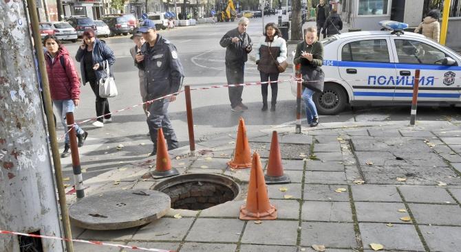 Пенсионер пострада тежко след пропадане в шахта в София (обновена+снимки 18+)