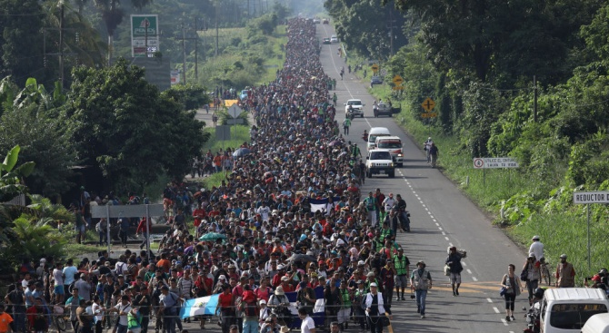 Нов керван мигранти тръгна за САЩ, този път от Салвадор
