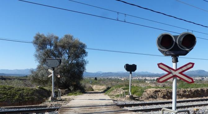 Затварят републикански път в Троянско заради ремонт на жп прелез