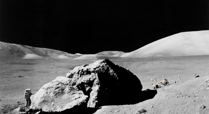 Предлагат на търг 3 частици лунна материя за 1 млн. долара