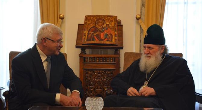 Здравният министър с молба към патриарх Неофит: Църквата да подкрепи донорството