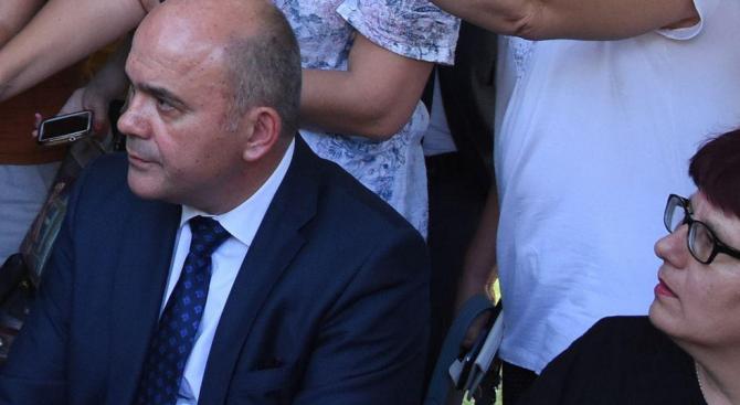 Бисер Петков представи пред депутати проектозакона за социалните услуги