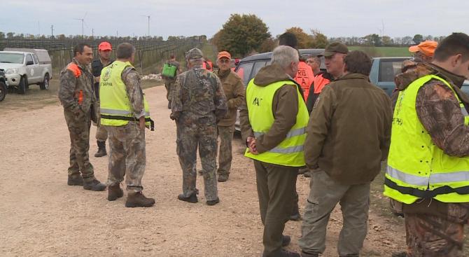 Ловци се включиха в акция за борбата срещу чумата по свинете (снимки)