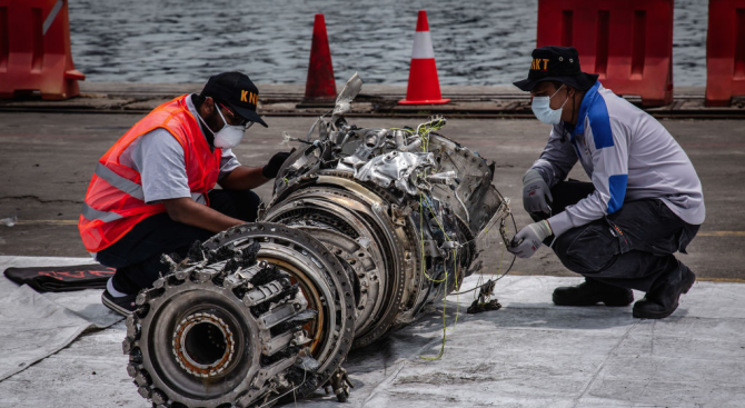 Изтеглени са данните от едната черна кутия на индонезийския самолет