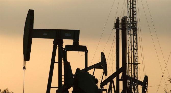Петролът и банките попадат от 5 ноември под прицела на американските санкции срещу Иран