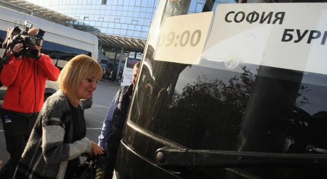 Пак шофьор на НСО, но бивш, докара Манолова с автобус в Стара Загора (снимки)