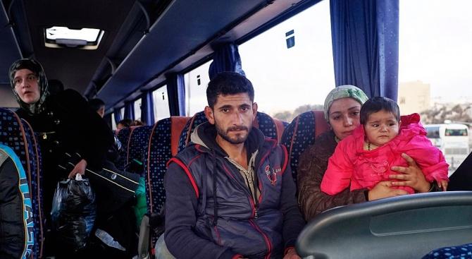 Разследват за расизъм шофьор на автобус в Солун, отказал да превози малолетни бежанци