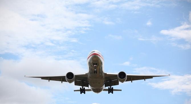Почина пътникът от кацналия по спешност самолет на летище София (обновена)