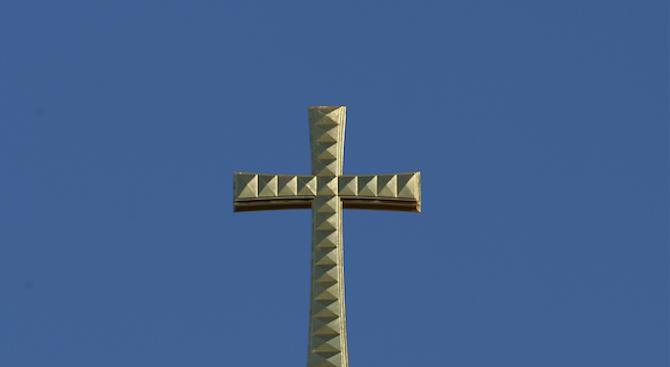 Откриха средновековен златен кръст при разкопки на Трапезица