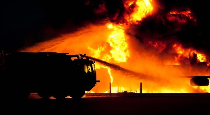 Пожар гори в турски мол, има блокирани хора