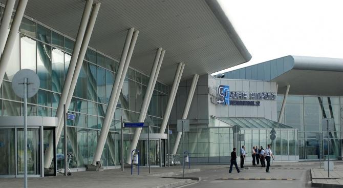Гранична полицайка е ранена от колега, стрелял случайно на Летище София